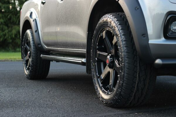 NISSAN NAVARA NP300 DOUBLE CAB RUNNING BOARDS SIDE STEPS - OE STYLE - PAIR